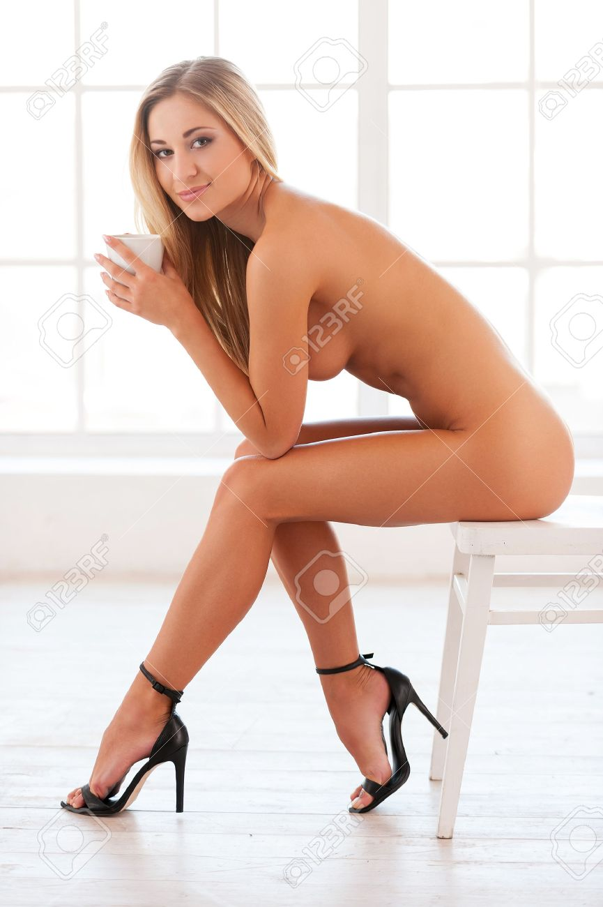 Naked chick whith high heels pic