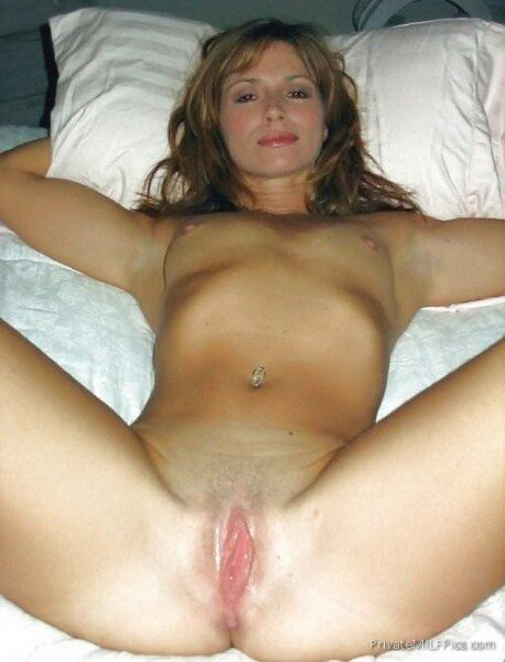 Playing naked wet amateur